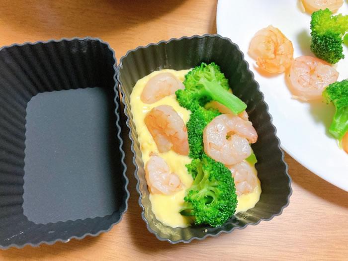 ケークサレのレシピ(型に入れていく1)